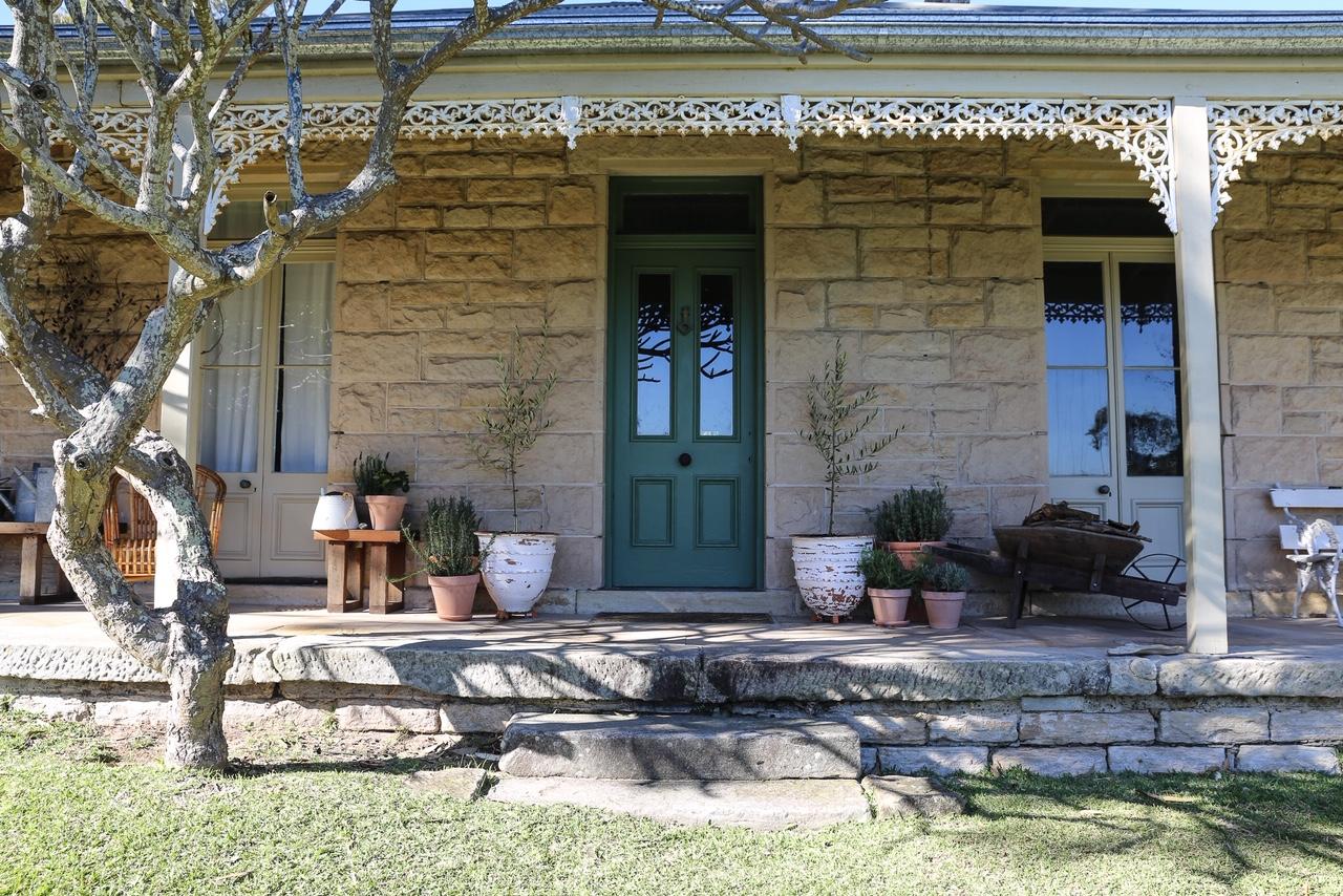 Bundeena Accommodation - Simpson Cottage Main Entrance