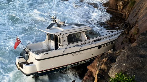 Bundeena Boat Tragedy Wedged on Rocks